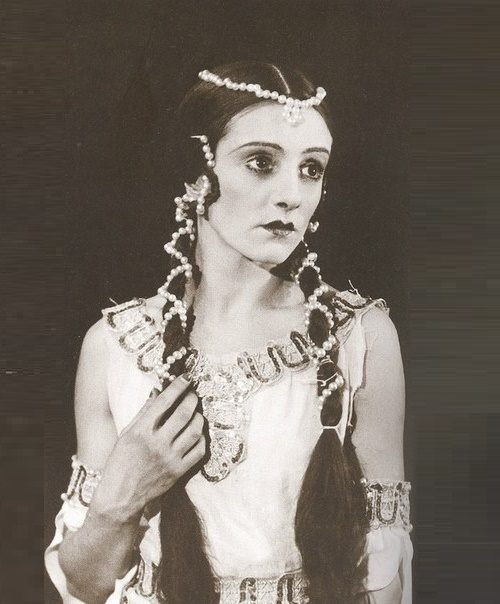 Gorgeous Ballerina Natalia Dudinskaya. Raymonda