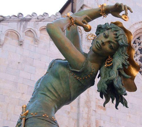 Closeup Esmeralda sculpture