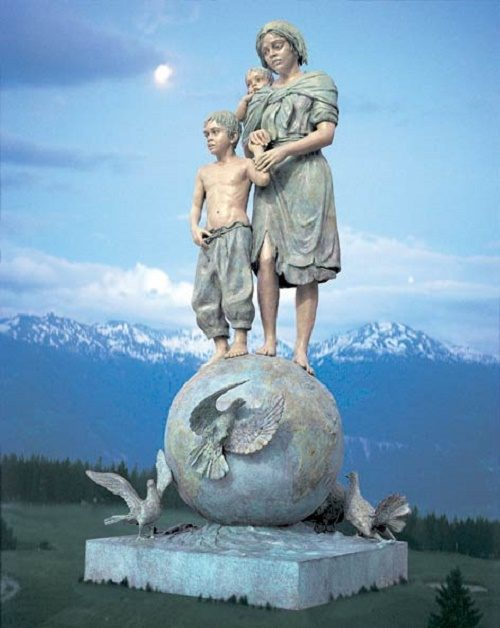 Peace to children by sculptor Gina Lollobrigida