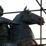 Loving eyes of Bronze Horseman monument