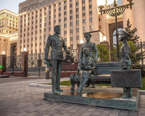 Monument to the 1971 Soviet film Officers, established in December 2013 in Moscow. Sculptor Alexey Ignatov