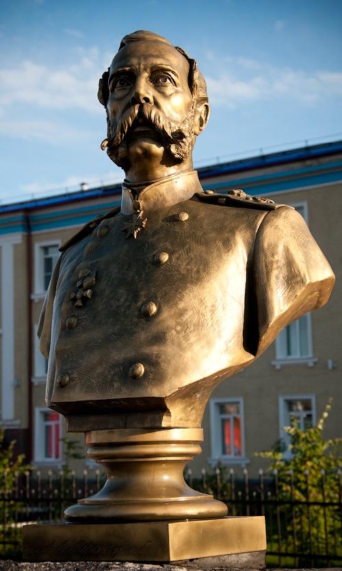 Bust of Emperor Alexander II, Mariinsk, Kemerovo region. Photo E. Zolotukhin