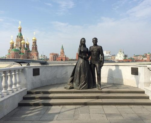Newlyweds Grace Kelly and Rainier III monument. Bronze. Sculptor Andrey Kovalchulk. Opened in April 2012. Yoshkar-Ola, Mari El Republic, Russia