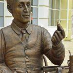 Last touch – Penza Jeweler monument