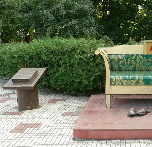 Oblomov sofa Philosophical Monument