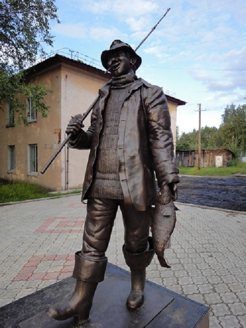 Sosnogorsk monument to a fisherman