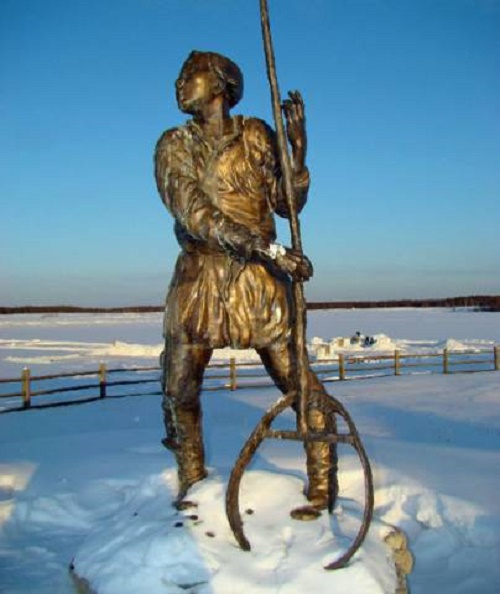 The boy-fisherman at the lake, sculptor Vasily Sivtsev. Fishermen monuments reveal stories