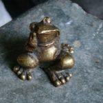 Frog-traveler smallest monument in the world