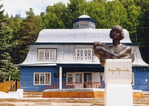 The bust of Marina Tsvetaeva (the work of sculptor Yuri Soldatov) established in 1992 in Bashkiria