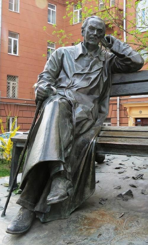 Sergei Vladimirovich Mikhalkov monument
