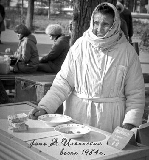 Ice-cream seller Zinaida Sinitsyna, 1984
