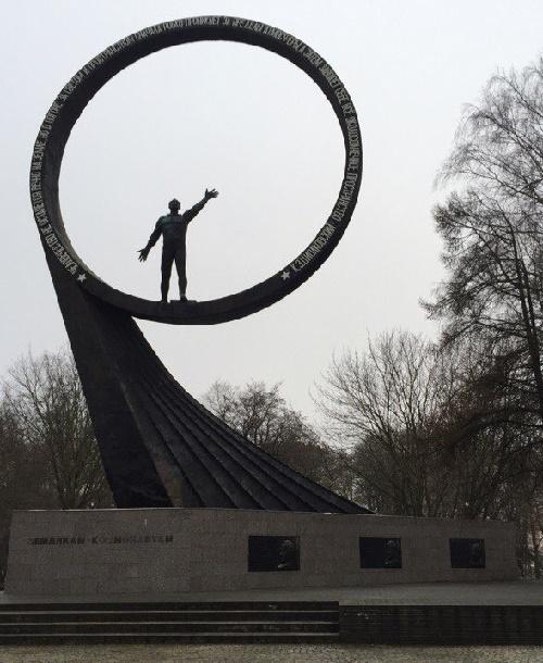 Kaliningrad monument to space explorers