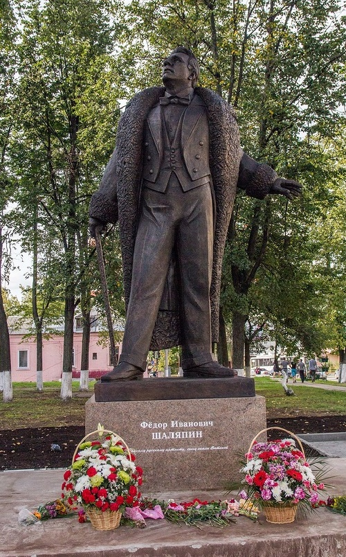 Closeup monument to Chaliapin in the city of Kirov