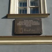 Memorial plaque on the house along Leiiklos Street in Vilnius, where in 1966-1971 the poet stayed