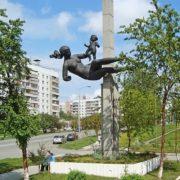 Mother and child. Sculptor Alexander Krutikov