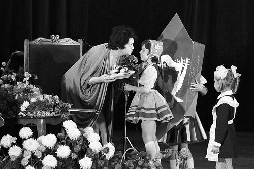Natalia Sats accepts congratulations on her 80th anniversary. 1983
