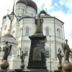 Horse Yaryzh bronze monument in Voronezh