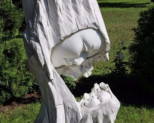 Mother and child sculpture in Yaroslavl, Russia