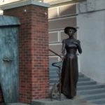 Monument to American woman Eleanor Lord Pray
