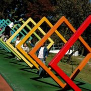 Colorful geometric constructions attract children