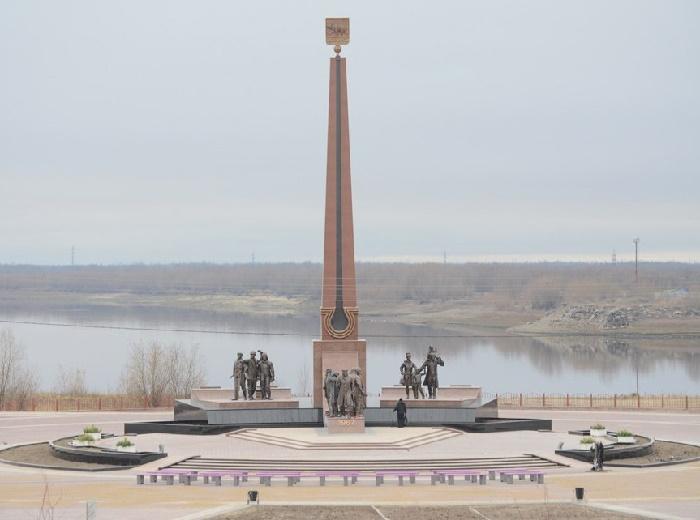 Nefteyugansk, Memorial to geologists pioneers