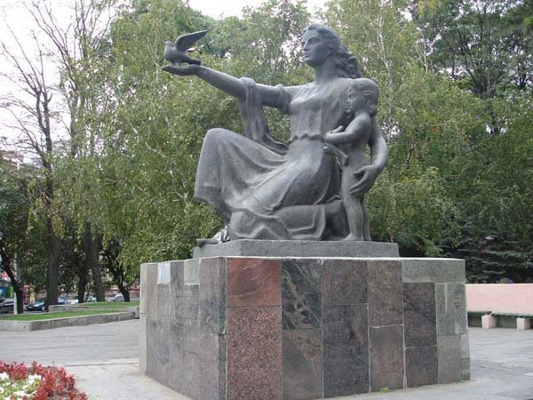 Rostov monument to mother