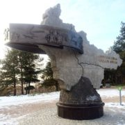 Surgut, monument to geologists-pioneers. Photo by Yuri Semenkov