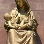 Tashkent. Sculpture of a happy mother, height 6 meters, and length of the child - 3,5 meters
