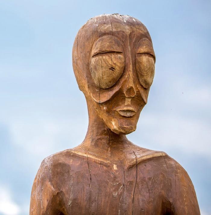Wooden sculpture of an alien in the village of Molebka