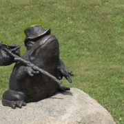 Bronze frog monument in Grodno