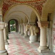 Element of architectural decor