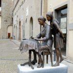 Beautiful Italian sculptor Gina Lollobrigida