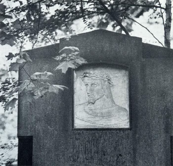 A. S. Golubkina. Gravestone of the family Vetter. After 1912. Granite, marble. Moscow, Vvedenskoe cemetery