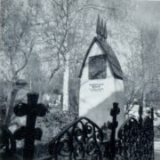 LM Brailovsky. The tomb of A. P. Chekhov. 1912. Marble, bronze. Moscow, Novodevichy Monastery
