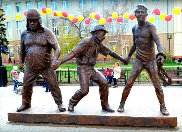 Monument to the wonderful comedians Georgy Vitsin, Yevgeny Morgunov and Yury Nikulin, Perm, Russia