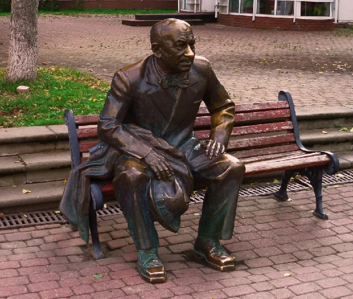 The monument to one of the most famous actor Yevgeny Evstigneev, established in 2006 at the Theater Square in Nizhny Novgorod