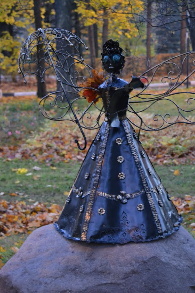 Zelenogorsk. Monument to Fly Tsokotukha in a dress