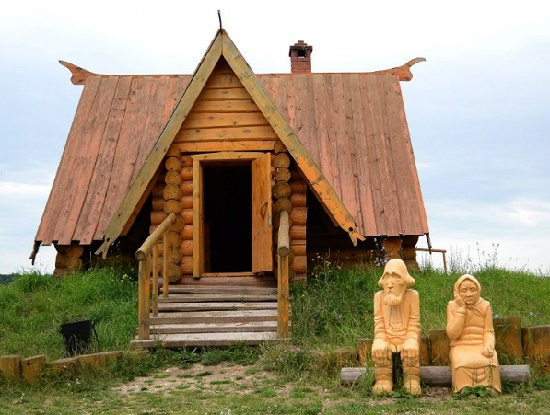 Abandoned by Kolobok poor old 'parents'