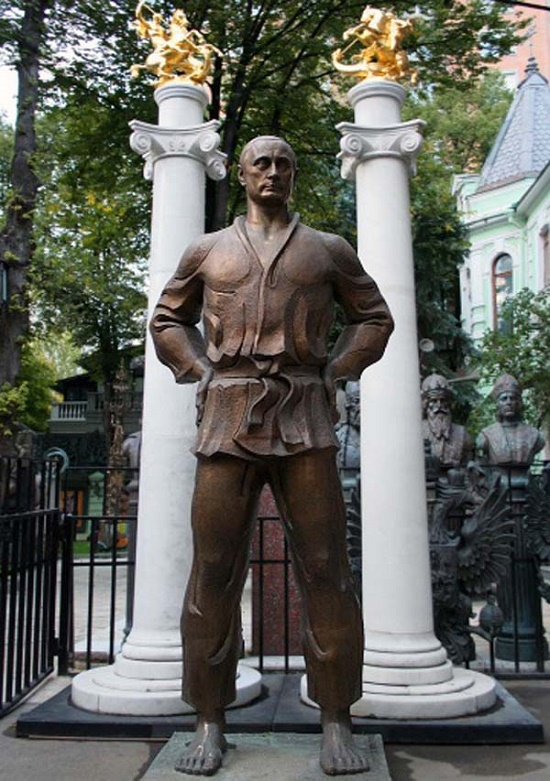 Healthy mind in healthy body, or monument to Vladimir Putin in Moscow. Work by sculptor Zurab Tsereteli