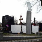 Lifenews photo - cemetery monument to Lyubov Polishchuk