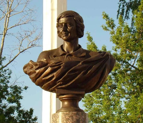 Story behind Marina Tsvetaeva monument