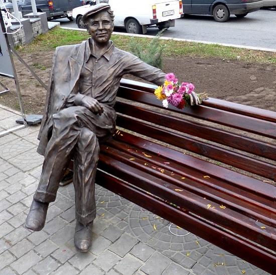 The idol of millions, Russian actor Nikolai Rybnikov as Sasha Savchenko (film 'Spring on Zarechnaya Street') in Zaporozhie, Ukraine. November 15, 2013. Sculptor Tigran Akobyan. Monuments to Russian actors and their roles