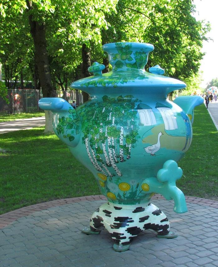Beautiful samovar decorates the park area