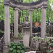 Patina of neglect, inherent in any graveyard, here is special - a natural, lively, full of romance