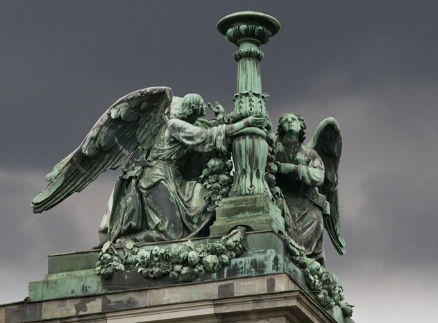 Saint Isaac's Cathedral. Protecting St. Petersburg Angels