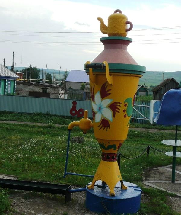 The village of Gabdrakhmanovo, Tatarstan, Russia. Samovar monument