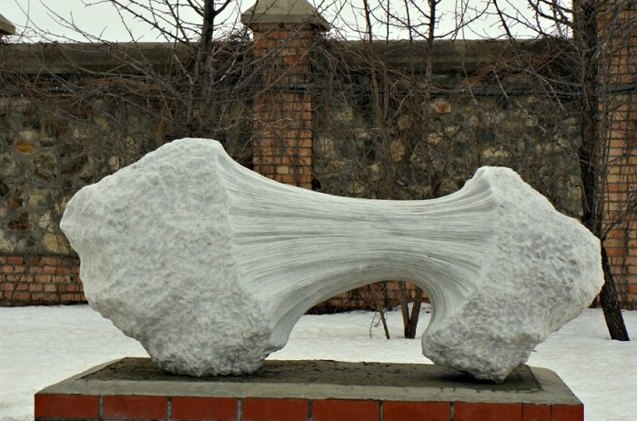 Gilbert Frizon. Stretching. 2010, marble