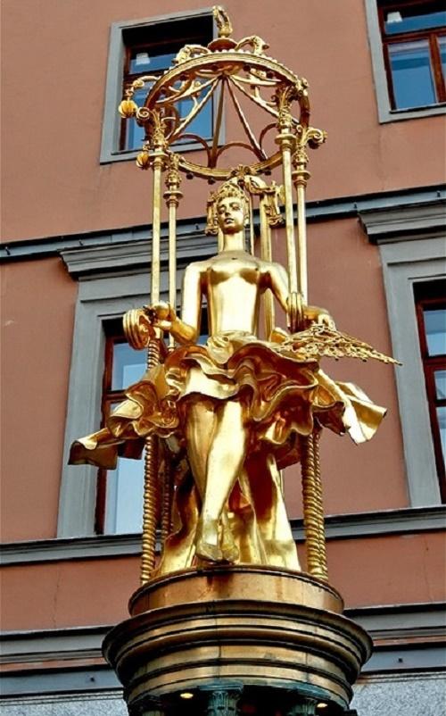 Golden sculpture of Princess Turandot