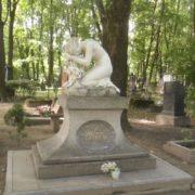 Grave of ballerina Alla Shelest