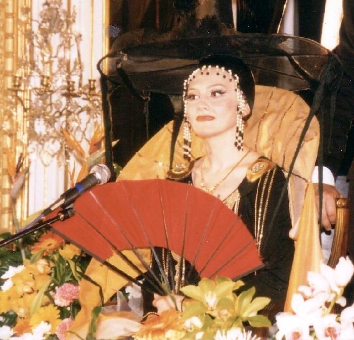 Marina Yesipenko, leading the prestigious awarding ceremony 'Crystal Turandot', actress of the Vakhtangov Theater (since 1987)